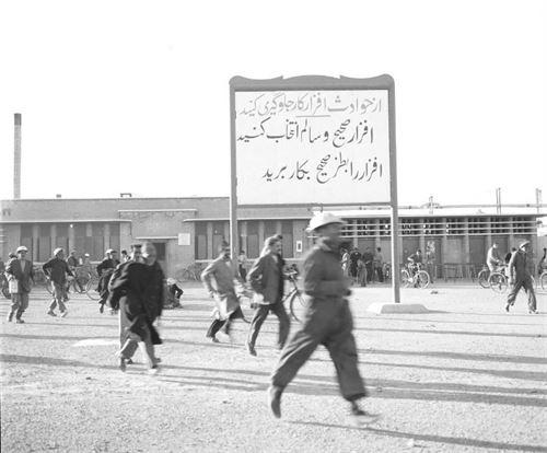 کارگران پالایشگاه آبادان